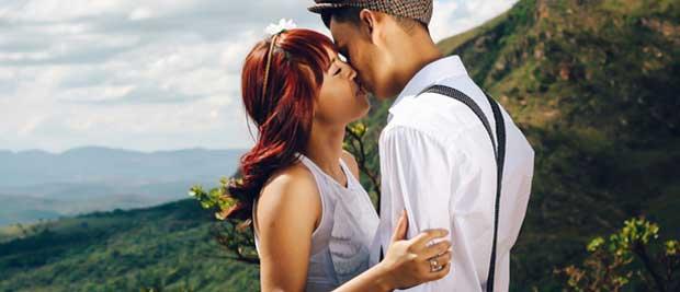Gratis billede af par der kysser